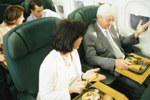 Semua makanan di pesawat terbang tidak enak  (foto: Thinkstockphotos)