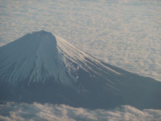 View Gunung Fuji via Airplane