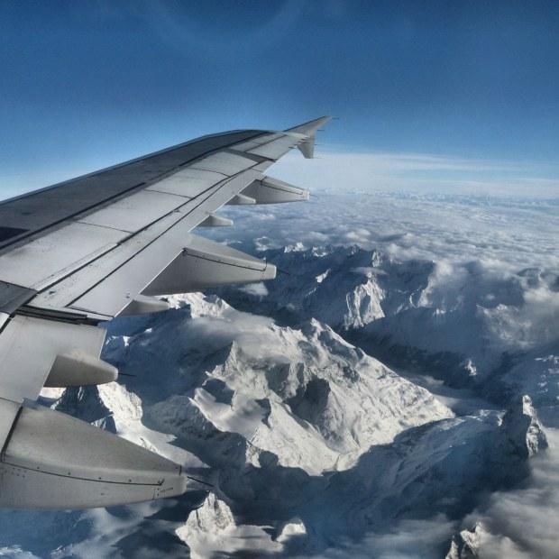 Pegunungan Alpen via Pesawat Terbang