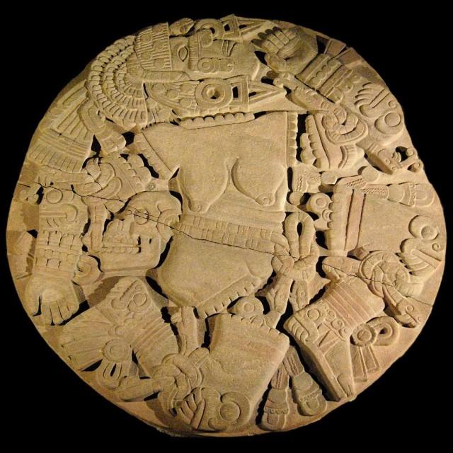 Lempengan Batu Aztec Coyolxauhqui