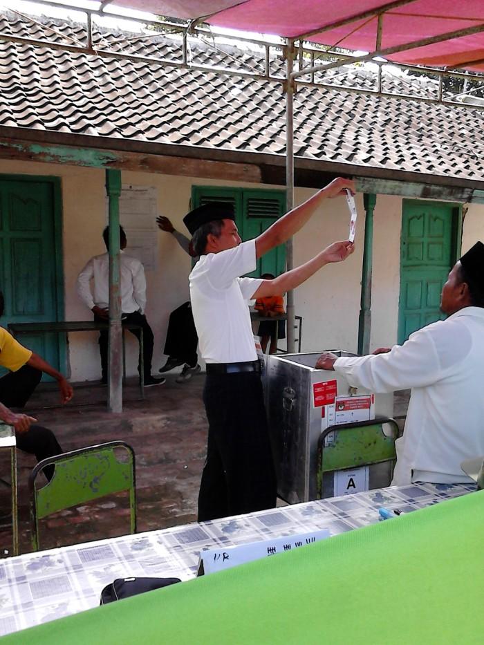 Penghitungan suara di desa Tegalurung Songgom