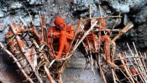 Ritual Pengewatan Mayat Suku Angga Papua Nugini