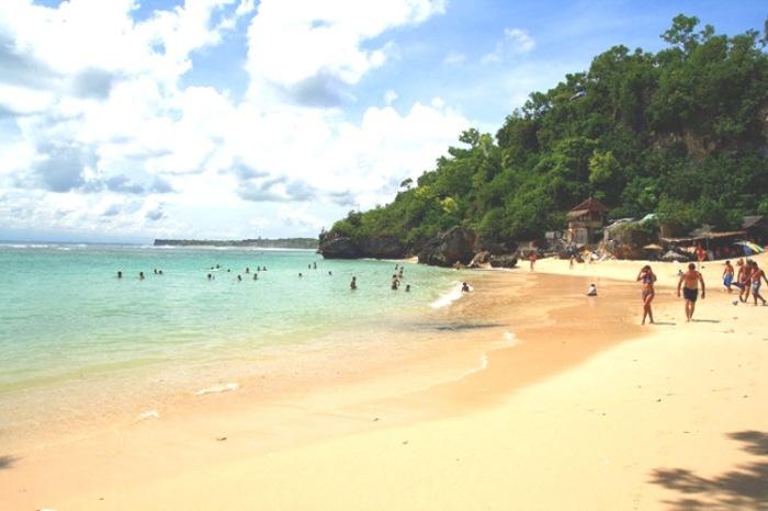 Suasana Pantai Labuan Sait