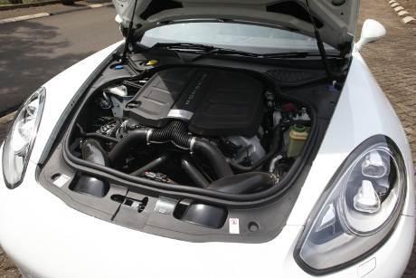 Mesin Porsche Panamera S