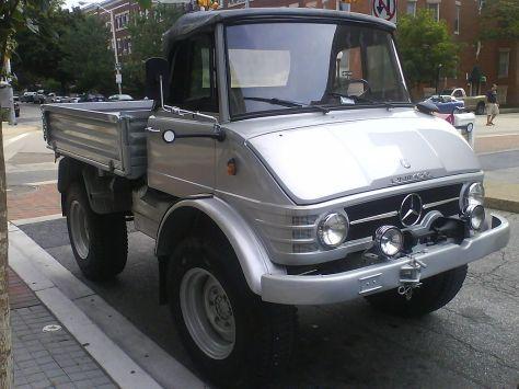 Mobil Unimog jenis Pickap