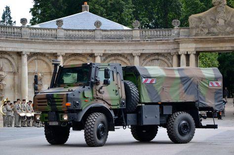 Mobil Unimog Khusus Militer