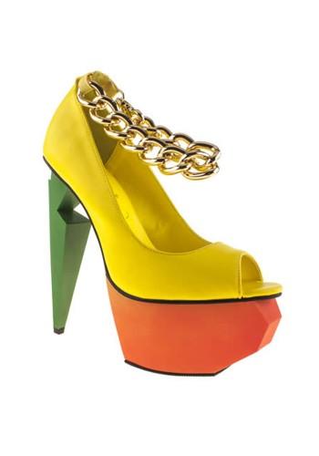 Sepatu dengan Desain Warna Cerah yang Sangat Unik