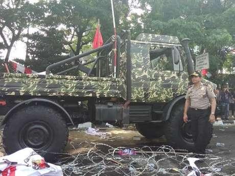 Unimog yang dipakai pendukung Prabowo dalam demo pilpres