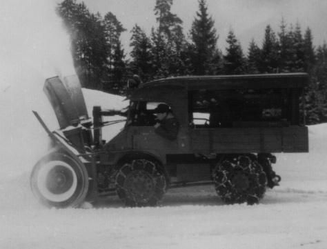 Unimog Pengeruk Salju