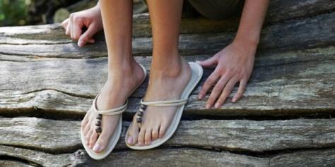 Agar kaki tampak cantik ketika memakai sandal