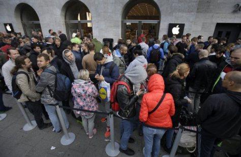 Antrian Pembeli iPhone 6 di Kota Berlin