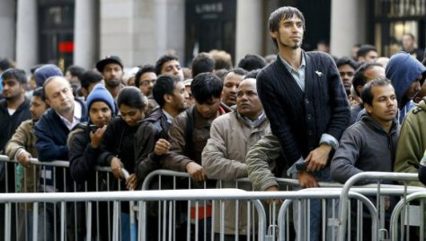 Antrian pembeli iPhone 6 di London