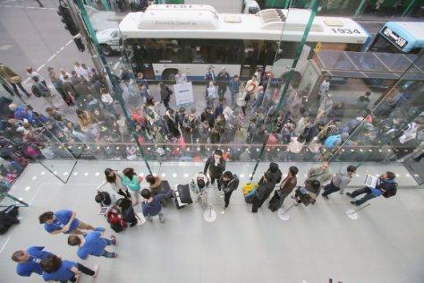 Antrian pembeli iPhone 6 di Sydney - Australia