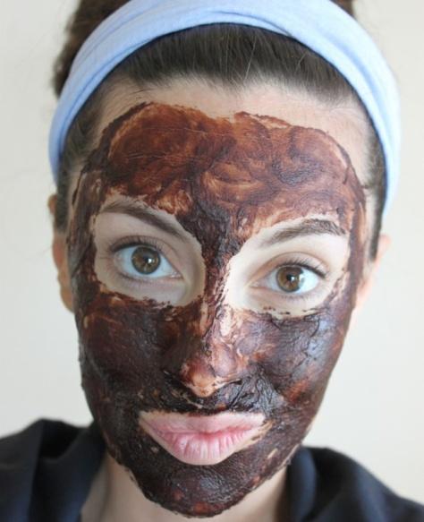 Cara mengoleskan masker wajah yang benar