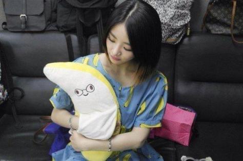 EunB dan boneka