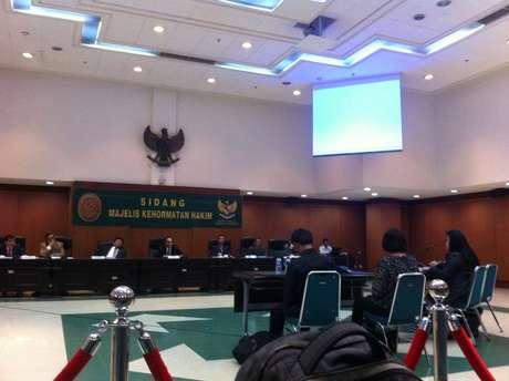 Hakim tukang bolos di Indonesia
