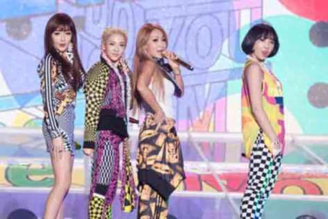 Kostum Super Jelek Kelompok 2NE1