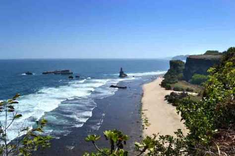 Obyek Wisata Pantai Buyutan Pacitan